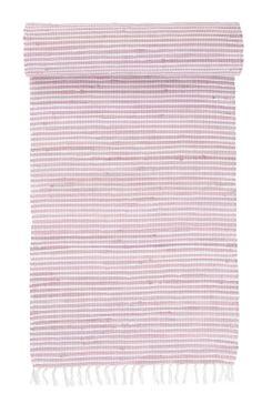 VIOLA trasmatta 70x150 cm Randig handvävd trasmatta med frans. Handvävda mattor är aldrig exakt lika. Mindre variationer kan förekomma. Hög kvalité i 100% bomull. Kemtvätt. 70x150 cm.
