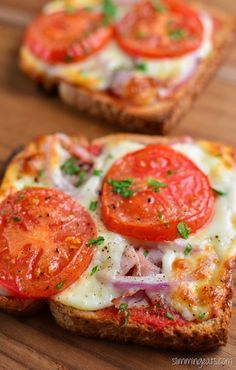 Slimming Eats Pizza Toast - Vegetarier, Slimming World (SP) und Weight Watchers . - Slimming Eats Pizza Toast – Vegetarier, Slimming World (SP) und Weight Watchers … – breakfa - Fancy Pizza, Eat Pizza, Pizza Hut, Pizza Snacks, Party Snacks, Healthy Recipes, Gourmet Recipes, Healthy Snacks, Cooking Recipes