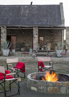 Kliphuis is situated on a remote nature reserve in the heart of the great Karoo under the Sneeuberg Mountain Range just an hour from Graaff Reinet. House Plans South Africa, Coffee Candle, Grey Office, Log Cabin Homes, Beach Umbrella, Old Stone, Farmhouse Plans, Cozy Cottage, Facades