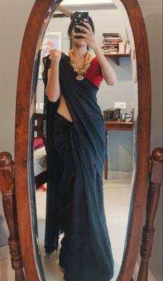 Indian Bridal Outfits, Indian Designer Outfits, Sarees For Girls, Simple Sarees, Saree Photoshoot, Saree Trends, Saree Blouse Patterns, Saree Models, Stylish Sarees