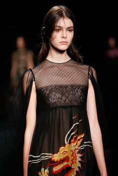 Valentino Fall 2015 Ready-to-Wear Collection Photos - Vogue#57