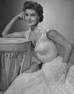 """Esther Williams in """"Easy to Love"""" in one of those amazing Helen Rose gowns Old Hollywood, Golden Age Of Hollywood, Hollywood Glamour, Hollywood Stars, Hollywood Actresses, Classic Hollywood, Actors & Actresses, Hollywood Fashion, Vintage Glamour"""