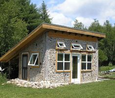 Cordwood at Rainbow Lake by Tom Huber – Cordwood Construction ™ Cabins In The Woods, House In The Woods, Cabin Design, House Design, Cordwood Homes, Earth Bag Homes, Natural Building, Log Cabin Homes, Shed Plans