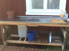 Laga Ute Open Shed, Greenhouse Gardening, Gardening Tips, Entryway Tables, Garden Design, Home And Garden, Cottage, Furniture, Plank