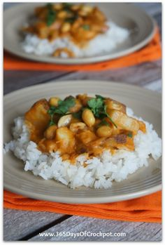 Slow Cooker Chicken Curry with White Beans and Zucchini Ribbons #crockpotrecipe #curry #easydinner