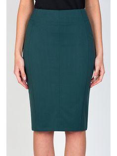 Оригинальная юбка-карандаш из ткани средней плотности с легкой эластичностью темно-зеленого цвета. Сзади застежка-замок и аккуратная шлица. Есть подкладка. Благодаря вертикальным рельефам юбка визуально удлиняет силуэт и стройнит. Рост фотомодели 170 см.
