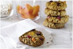 Packed with protein and fiber these chewy, crunchy granola bars and other healthy snacks will fill you with the energy you need to tackle the day ahead. Breakfast Cookie Recipe, Cookie Recipes, Oats Recipes, Recipies, Vegan Recipes, Crockpot, Thing 1, Gluten Free Oats, Healthy Snacks
