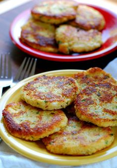 Low carb cauliflower patties. Delicious substitute for potato cakes. Yum. | joeshealthymeals.com