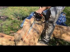 Splitting logs for woodworking lumber Green Woodworking, Woodworking Projects Diy, Portable Saw Mill, Wood Mill, Chainsaw Mill, Reclaimed Lumber, Work Tools, Milling, Home Improvement