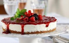 Always say yes to a Cheesecake! Dessert Drinks, Party Desserts, Dessert Recipes, Fruit Cheesecake, Greek Desserts, Sweets Cake, Sweet And Salty, Easter Recipes, Something Sweet