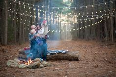 love this idea family photo session campfire