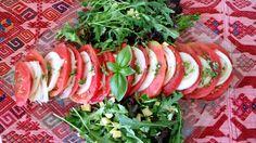Ensalada navideña eco de tomate, rúcula & pesto — Vegan Expedition