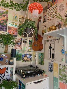 Indie Room Decor, Cute Room Decor, Aesthetic Room Decor, Aesthetic Bedrooms, Aesthetic Plants, Study Room Decor, Room Art, Room Design Bedroom, Room Ideas Bedroom