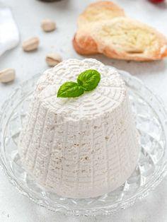 Italian Vegan Ricotta (2 ingredients & nut-free) - Italia Plant Based Ricotta Dip, Vegan Ricotta, Dairy Free Recipes, Vegan Recipes, Cheese Recipes, Organic Soy Milk, Vegan Milk, Italian Desserts, Vegane Rezepte