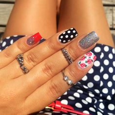 Polka dots on our mani? Yes, please!! (Amazing nail art by BFF @mserna6!) #ManiMonday