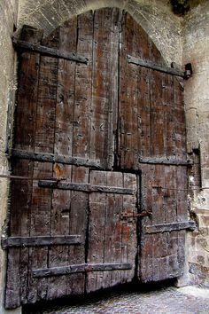 Doors ~The Palais des Papes (lo Palais dei Papas in Occitan)
