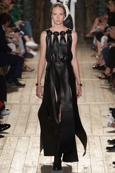 Valentino Fall 2016 Couture Fashion Show Collection