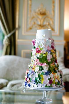This wedding cake is fabulous in florals! Perfect for a chic spring wedding. This wedding cake is fabulous in florals! Perfect for a chic spring wedding. Bolo Floral, Floral Cake, Gorgeous Cakes, Pretty Cakes, Amazing Wedding Cakes, Amazing Cakes, Pretty Wedding Cakes, Naked Cakes, Cake Trends