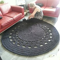 XXL gehaakt vloerkleed Diy Crochet Rug, Crochet Home, Crochet Patterns, Crochet Blankets, Crochet Granny, Jute, Interior Accessories, Rugs On Carpet, Kids Rugs
