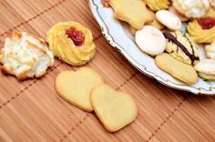 Searching For Good Bakery Cafe Franchise Business Ideas? Check These Out! No Bake Cookies, Cookies Et Biscuits, Sugar Cookies, Bakery Cafe, Holiday Cookies, Holiday Desserts, Tortas Low Carb, Cookie Recipes, Dessert Recipes
