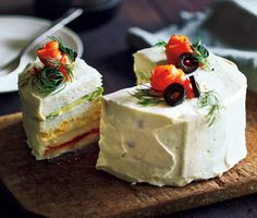 クリスマス&年末年始のおもてなしに☆ 食パンで作る「サンドイッチケーキ」が美しい! Sandwich Cake, Sandwiches, Christmas Cakes, Orange, Cheesecake, Brunch, Veggies, Bread, Dinner