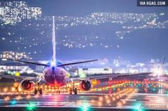 A photographer took photo of airplane landing