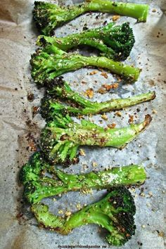 Oven Roasted Broccoli Spears - The Most Healthy Foods Roasted Vegetable Recipes, Vegetable Sides, Roasted Vegetables, Veggie Recipes, Vegetarian Recipes, Cooking Recipes, Veggies, Ham Recipes, Recipes