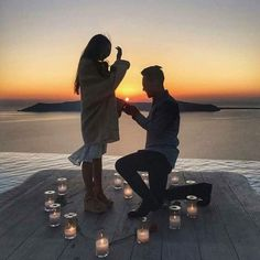 7 Best Beach Proposals For Your Summer Engagement ❤️ best beach proposal with romantic candle dacora Cute Proposal Ideas, Beach Proposal, Romantic Proposal, Proposal Photos, Perfect Proposal, Surprise Proposal Pictures, Romantic Couple Kissing, Romantic Couples, Romantic Gifts