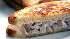 Sándwich de pollo.    Bocadillos fríos y calientes, perritos (hot dogs), sándwiches y hamburguesas (burguers).     http://www.maremondo.es/