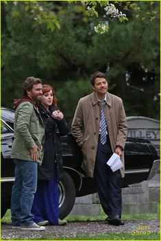 jensen ackles jared padalecki spn season wrap up 11 < j2 aren't even in this picture! It's Ruth, rob, and misha!