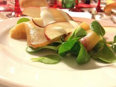 insalatina con spada affumicato mele rosse passion fruit songino e yogurt delicato - italian food, love italy