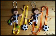 Portafoto da parete. Giocatori di calcio con maglia della Juventus e pallone realizzati in pannolenci/feltro. Handmade Felt Creations