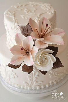 36 Small Wedding Cakes With Big Style - Cake designs - Small Wedding Cakes, Beautiful Wedding Cakes, Gorgeous Cakes, Pretty Cakes, Cute Cakes, Amazing Cakes, Beautiful Flowers, Small Weddings, Torte Rose