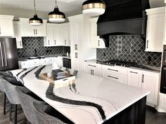 Cambria Bentley Quartz - Creative Surfaces Countertops and Tile Dream House Interior, Dream Home Design, House Design, Kitchen Ideas New House, Home Decor Kitchen, Kitchen Reno, House Ideas, Elegant Kitchens, Luxury Kitchens