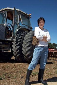 website_photo_female_farmer.jpg (300×449)