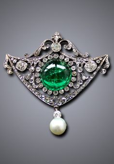 A Belle Epoque emerald, diamond and pearl pendant. #BelleÉpoque #pendant