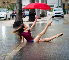 Repost ・・・ Cold and rainy in Miami today. Believe it or not, insisted on doing this (I was going to let her off Poses Gimnásticas, Dance Poses, Acro Dance, Ballerina Dancing, Ballet Dancers, Ballet Shoes, Tumblr Ballet, Flexibility Dance, Tumbrl Girls