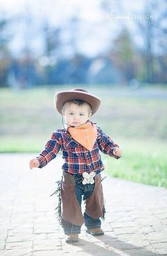 cowboy, little boy, toddler, Halloween costume Bandanna for a bib, buy a hat and make some chaps out of felt - viola! Toddler Halloween Costumes, Halloween 2014, First Halloween, Family Halloween Costumes, Baby Costumes, Halloween Projects, Holidays Halloween, Halloween Kids, Halloween Pictures