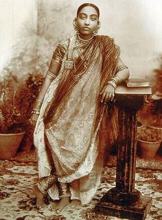 real mughal headdress queen - Google Search
