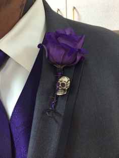 Day of the Dead skull boutonniere #everybodylovesflowers
