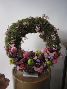 workshop bloemschikken te tremelo Christmas Wreaths, Workshop, Holiday Decor, Home Decor, Seeds, Atelier, Decoration Home, Room Decor, Work Shop Garage