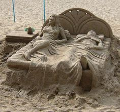 Sand Art is the practice of modelling sand into an artistic form, such as a sand brushing, sand sculpture, sand painting, or sand bottles. A sand castle is a type of sand sculpture resembling a min… Snow Sculptures, Sculpture Art, Art Plage, Instalation Art, Ice Art, Snow Art, Grain Of Sand, Land Art, Amazing Art