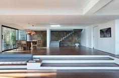 Busca imágenes de diseños de Salas estilo moderno de House in Rio. Encuentra las mejores fotos para inspirarte y crear el hogar de tus sueños.