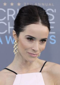 Abigail Spencer Photos - Actress Abigail Spencer attends the 21st Annual Critics' Choice Awards at Barker Hangar on January 17, 2016 in Santa Monica, California. - The 21st Annual Critics' Choice Awards - Arrivals