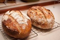 przepis na chleb na zakwasie żytnim Bread Recipes, Breads, Food, Pizza, Bread Rolls, Essen, Bakery Recipes, Bread, Eten
