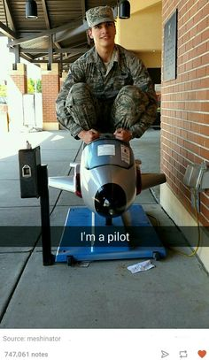 Here we see a young airman trying to fly for the first time. Funny Meme Pictures, Funny Posts, Aviation Humor, Aviation Technology, Funny Sites, Military Humor, Military Dogs, Really Funny, Funny Memes