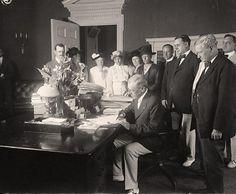 Woodrow Wilson signing Child Labor Bill