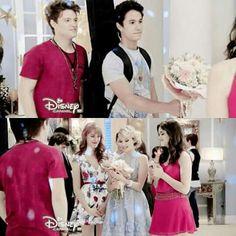 A quienes les gustaria que entre Simon y Ambar !! Disney Films, Disney Cartoons, New Disney Channel Shows, Spanish Tv Shows, Love Moon, Image Fun, Son Luna, Favorite Tv Shows, Flower Girl Dresses