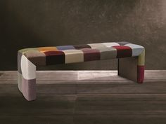 Banquette garnie en tissu, style patchwork. Mod. VENEZIA Banquettes, Outdoor Furniture, Outdoor Decor, Bench, Home Decor, Style, Scrappy Quilts, Color Combinations Outfits, Fabric