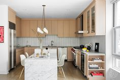 For two young creative professionals, Homepolish designer Jesse Turek crafted a sleek, original space where the couple can comfortably (and stylishly) kick back. Quartz Kitchen Countertops, Kitchen Backsplash, Backsplash Ideas, Regal Design, Ikea Kitchen, Kitchen Ideas, Kitchen Inspiration, Kitchen Storage, Herringbone Tile